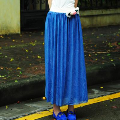 配花朵(蓝色); 小圆点长裙;